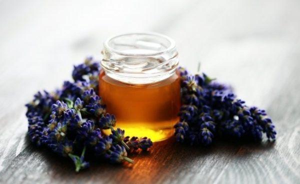 Miel de bruyère dans un bocal en verre