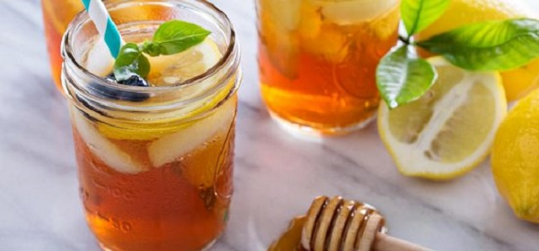 eau avec du miel sur un estomac vide