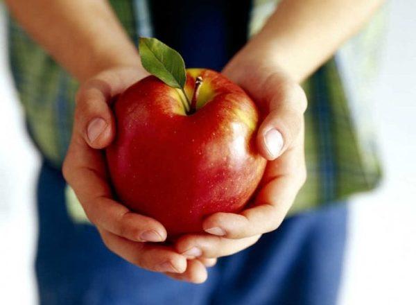 Quelle est l'utilisation, la composition, le mal des pommes au corps humain, ce fruit est-il possible pour tout le monde?