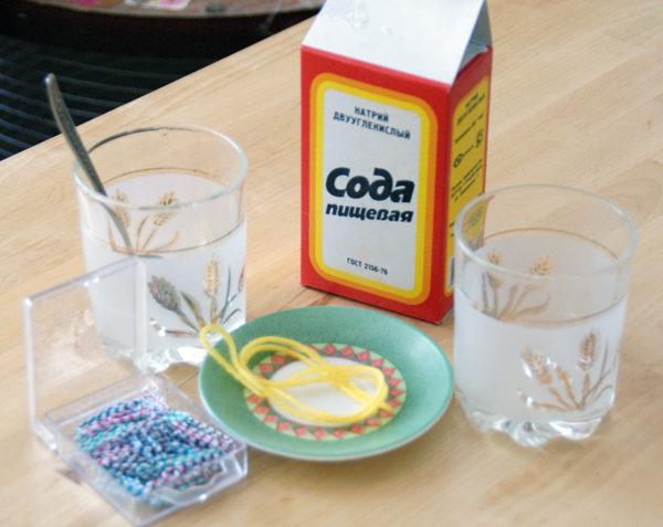 En cas d'empoisonnement, il est souhaitable de boire une solution de soude et de provoquer des vomissements.